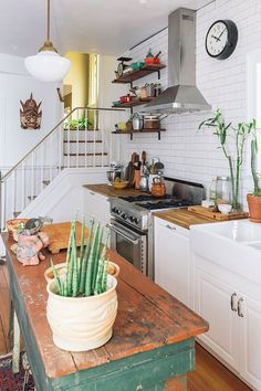 A bright and colorful kitchen.