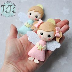 Gift Favor Felt Angels Personalized Baptism favors Source by sarzedasdenise Best Christmas Tree Decorations, Handmade Christmas Tree, Small Christmas Trees, Felt Christmas Ornaments, Christmas Crafts, Pink Christmas, Felt Diy, Felt Crafts, Felt Angel