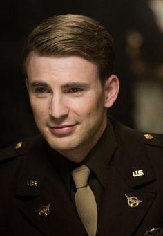 Steve Rogers (Chris Evans) - Captain America: the First Avenger