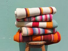 el hummingbird-Peruvian frazadas, blankets, bags, kids booties & toys.