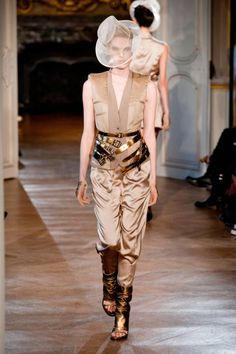 A.F. Vandevorst Spring 2013 Ready-to-Wear Collection by elle.com