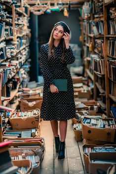 In a library by Olga Boyko / Model Poses Photography, Book Photography, Photography Women, Library Photo Shoot, Library Girl, Librarian Style, Look Vintage, Photoshoot Inspiration, Ideias Fashion