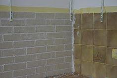 Wohnung selbst renovieren: Elastolith Flachverblender Fliese auf Fliese verlegt Tile Floor, Flooring, Interior, Tiles, Refurbishment, Design Interiors, Tile Flooring, Wood Flooring, Interiors