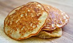 Very berry oatmeal pancakes Oatmeal Pancakes, Oat Muffins, Nutrition, Galette, Sin Gluten, Food Items, Smoothie Recipes, Food And Drink, Healthy Eating