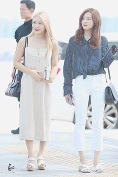 RED VELVET - YERI & SEULGI Fashion Idol, Kpop Fashion, Korean Fashion, Fashion Outfits, Airport Fashion, Red Velet, Red Velvet Seulgi, Velvet Fashion, Pink Outfits