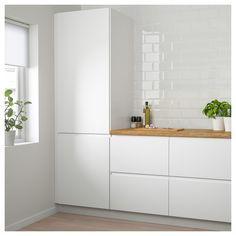 IKEA FROSTIG integrated fridge A++ 5 year guarantee. Read about the terms in the guarantee brochure. Kitchen Doors, New Kitchen, Kitchen Cabinets, White Ikea Kitchen, Beige Kitchen, High Gloss White Kitchen, Shaker Cabinets, Wooden Kitchen, Ikea Ringhult