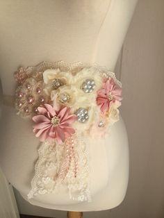 Gorgeous Vintage Blush pink Ivory Maternity by BoutiqueByAgnes