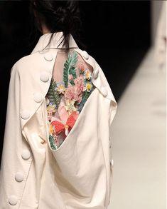 Asian Fashion Meets TOKYO (Vietnam), Rakuten Fashion Week TOKYO (RakutenFWT) is the most famous fashion festival of Japan. Fashion Details, Look Fashion, Fashion Art, Autumn Fashion, Fashion Outfits, Womens Fashion, Fashion Design, Feminine Fashion, Fashion Textiles
