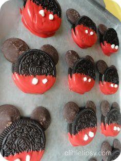 A Little Tipsy: Disney Countdown - activities Disney Desserts, Cute Desserts, Disney Food, Disney Mickey, Disney Snacks, Disney Recipes, Party Desserts, Disney Countdown, Yummy Treats
