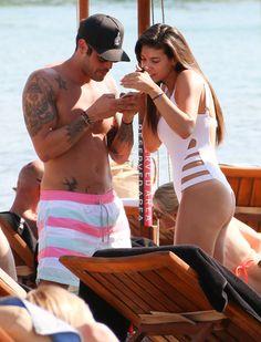 Beach Report - Η ελληνική showbiz στην παραλία : Celebrity News - yupiii. Celebrity News, Gossip, Sumo, Wrestling, Couples, Celebrities, Beach, Sports, Lucha Libre