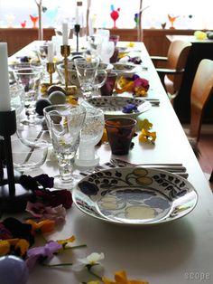 パーティーなどの食事も素敵に演出してくれる効果も持ち合わせています。アラビアパラティッシがあるだけで、テーブルが輝きます。