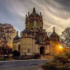 Beautiful twilight shot of our historic chapel which was completed in 1911 and designed by Warren and Wetmore, the architects of Grand Central Terminal (1913). Thanks @chandlelee!  #chapel #greenwoodcemetery #brooklyn #sunset #newyorkcity #newyork #nyc #wanderlust #newyork_instagram #nycprimeshot #nycdotgram #instagramnyc #icapture_nyc #welovethiscity #what_i_saw_in_nyc #justgoshoot #positiv_newyork #newyork_ig #ig_worldclub #igworldclub #TimeOutNewYork #happysunday #instagood #instaphoto…