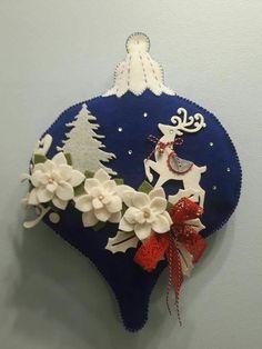 Navidad Bedroom Decoration bedroom decoration tips Felt Christmas Decorations, Christmas Ornaments To Make, Christmas Sewing, Christmas Fabric, Noel Christmas, Christmas Projects, Felt Crafts, Handmade Christmas, Christmas Crafts