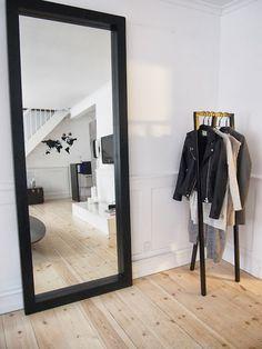 Top of the list: big black mirror. My New Room, My Room, Interior Design Inspiration, Room Inspiration, Mirror Inspiration, Home And Living, Living Room, Bedroom Decor, House Design