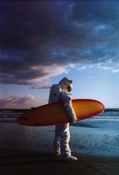 Photography inspiration - Astronaut Surfer
