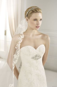 FALERNO | Bridal Gowns | 2013 Collection | Avenue Diagonal (close up)