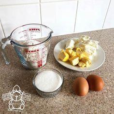 [영국주방] 달지 않고 촉촉한 맛, 크림치즈 컵케이크(Creamcheese Cupcakes) : 네이버 블로그 Liquid Measuring Cup, Measuring Cups, Baking, Food, Measuring Cup, Bakken, Essen, Meals, Backen