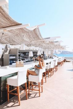 Bar with a view | Cavo Tagoo Mykonos, Greece: http://www.ohhcouture.com/2017/06/monday-update-52/ #ohhcouture #leoniehanne