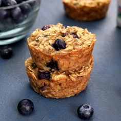 Banana Blueberry Baked Oatmeal Cups These easy baked banana blueberry oatmeal cups are vegan and gluten-free! They are perfect for breakfast on the go, school lunches, or snack time! Vegan Breakfast Muffins, Blueberry Oatmeal Muffins, Breakfast Club, Vegan Breakfast Casserole, Coconut Flour Muffins, Baked Oatmeal Cups, Vegan Oatmeal, Baked Banana, Avocado Mac And Cheese