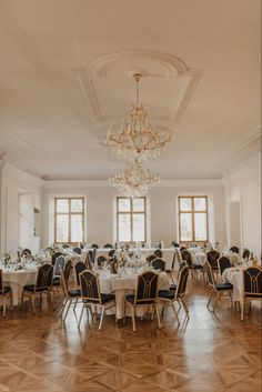 Elegant dekorierter Hochzeits Saal in Traunkirchen Elegant, Photography, Inspiration, Wedding Photography, Wedding Ideas, Decorating Ideas, Classy, Biblical Inspiration, Photograph