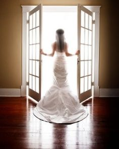 3 Ways To Price and Package Your Wedding Photography To Stay In Business
