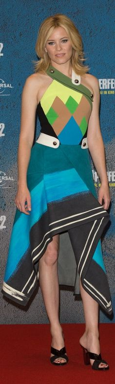 Elizabeth Banks let her Fall '15 Peter Pilotto dress take center stage, opting for minimal accessories and nothing but black mule sandals when she promoted Pitch Perfect 2 at the Berlin photo call.