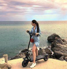 #dualtron #dualtronlimited #minimotors #limited #bcn #barcelona #bcninspira #barcelonainspira #playa #beach E Scooter, Scooter Girl, Best Electric Scooter, Barcelona, Skate, Mood, Beach, Girls, Instagram