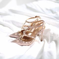 I fell in love and I took the plunge! Valentine Rockstuds in classic Nude!