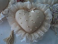 pearls, lace, craft Valentine Heart, Valentines, Shabby Chic Hearts, Diy And Crafts, Arts And Crafts, Shabby Chic Fabric, Fabric Hearts, Lavender Bags, Lace Heart