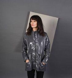 Asos - Femmes en imperméables cirés (4) - vinyl64 - Photos - Club Doctissimo https://timetogetone.myshopify.com/collections/all/womens-watches #RaincoatsForWomenGray