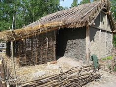 Wattle and daub house - Birka This would rad for a barn with chickens... maybe a pig or two...