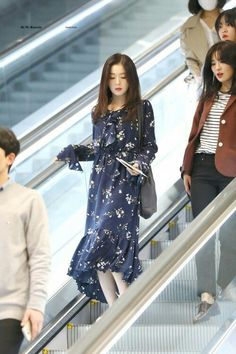 Here you will find the latest updates and information regarding Red Velvet and their leader Irene. Korean Girl Fashion, Kpop Fashion, Asian Fashion, Fashion Outfits, Airport Fashion, Fashion Quiz, 70s Fashion, Hijab Fashion, Winter Fashion