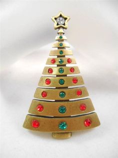 VINTAGE SIGNED JJ JONETTE JEWELRY RHINESTONE CHRISTMAS TREE BROOCH PIN q42c