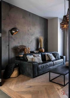 Black Sofa Decor, Black Sofa Living Room Decor, Home Living Room, Black Leather Sofa Living Room, Black Leather Sofas, Living Room Wooden Floor, Black Wooden Floor, Wooden Wand, Industrial Metal