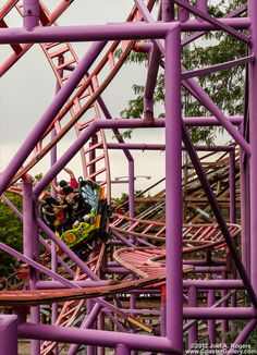 The Spider is one of my favorite rides because when you go up and down. It spins. Roller Coaster Park, Roller Coaster Pictures, Crazy Roller Coaster, Best Roller Coasters, Lagoon Amusement Park, Amusement Park Rides, Visit Utah, Ticket To Ride, Summer Bucket Lists