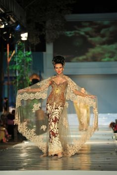 Kebaya Anne avantie    How amazing is this designer.  Can I have another wedding just so I could wear this??