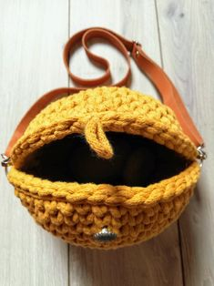 Ocher (Yellow) bag for the summer, trending bag for the perfect dress. Diy Galaxy, Yarn Bag, Summer Trends, My Bags, Real Leather, Straw Bag, To My Daughter, Shoulder Strap, Yellow