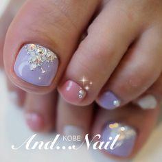 Lavanda-Pink-Rhinestone Toe Nails