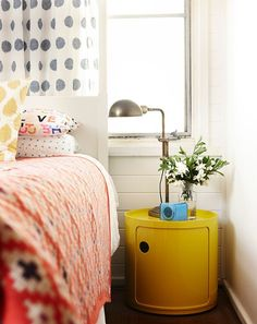 really cool yellow nightstand in a contemporary 1970ties look. The blue radio gives it a nice triad color splash.