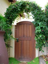 Out of all the cedar fence gate designs out there, this gorgeous, rustic wooden fence is the perfect touch as an entranceway to the garden! Fence gate ideas and design. Backyard Gates, Garden Gates And Fencing, Garden Doors, Backyard Pergola, Pergola Kits, Wooden Garden Gate, Wooden Gates, Wooden Arch, Tor Design