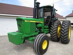Teaser Pics discussion in the John Deere forum at Yesterday's Tractors. Old John Deere Tractors, Farmall Tractors, Vintage Tractors, Vintage Farm, Chevy Trucks Older, Old Ford Trucks, Lifted Chevy Trucks, Pickup Trucks, John Deere 6030