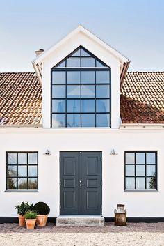 Drömhus i Skåne till salu – 6,8 meter i tak & sommarens härligaste pooldäck – Sköna hem