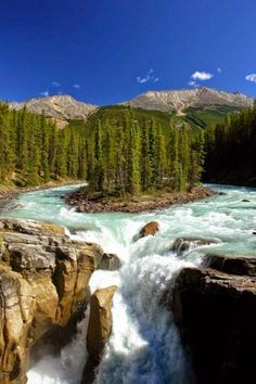 schoengeist Sunwapta Falls is a waterfall of the Sunwapta River located in Jasper National Park, Canada. It is accessible via a short drive off the Icefields Parkway that connects Jasper and Banff National Parks. The falls have a drop of about metres. Places Around The World, The Places Youll Go, Places To See, Around The Worlds, Beautiful Waterfalls, Beautiful Landscapes, Dream Vacations, Vacation Spots, Beautiful World