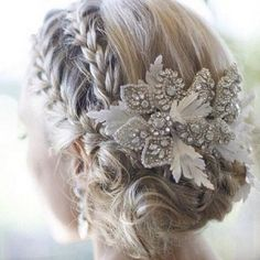 Gorgeous bridal hairpiece