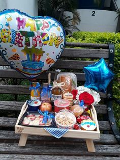 New Birthday Gifts Sorprise Box Ideas Birthday Gifts For Boyfriend Diy, Best Birthday Gifts, Boyfriend Gifts, Breakfast Basket, Unique Anniversary Gifts, I Love Diy, Birthday Breakfast, Diy Backdrop, Birthday Crafts