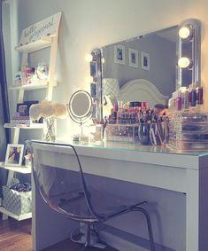 Vanity and makeup storage http://mymakeuporganizer.net/