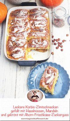 Leckere Kürbis-Zimtschnecken gefüllt mit einem aromatischen Zimtstrudel aus Haselnüssen, Mandeln und gekrönt mit einem dekadenten Ahorn-Frischkäse-Zuckerguss. Diese Zimtschnecken sind perfekt zum Frühstück oder zum Nachmittagskaffee mit der Familie, Freunde und Verwandtschaft. #kürbiszimtschnecken #kürbiszimtschneckenrzepte #kürbisrezept #pumkinrecipes #pumkincinnamon #sonntagsistkaffeezeit Sweet Bakery, Fabulous Foods, Cakes And More, French Toast, Good Food, Food And Drink, Pumpkin, Sweets, Vegan