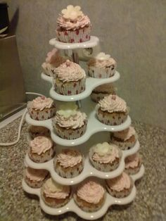 Meine allerersten Cupcakes! Vanille mit Himbeerbuttercreme