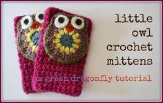 the green dragonfly: Crochet owl mittens fingerless gloves photo tutorial Crochet Mitts, Fingerless Gloves Crochet Pattern, Fingerless Mittens, Knit Or Crochet, Cute Crochet, Crochet Scarves, Easy Crochet, Crochet Mignon, Wrist Warmers