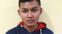 Otak aksi perampokan disertai pembunuhan sopir taksi online Tri Widiyantoro (44) akhirnya menyerahkan diri. Dia datang bersama ayah kandungnya.  Pelaku bernama Tyas Dryantama (19) yang juga berstatus sebagai mahasiswa Jurusan Ekonomi Pembangunan Universitas Sriwijaya. Dia diserahkan oleh ayah kandungnya sendiri ke pihak kepolisian Sabtu (31/3/2018) sekitar pukul 19.30 WIB.  Rahmat Kosamsi (50) ayah kandung Tyas menyerahkan anaknya sendiri ke Mapolda Sumsel karena dihantui rasa bersalah…